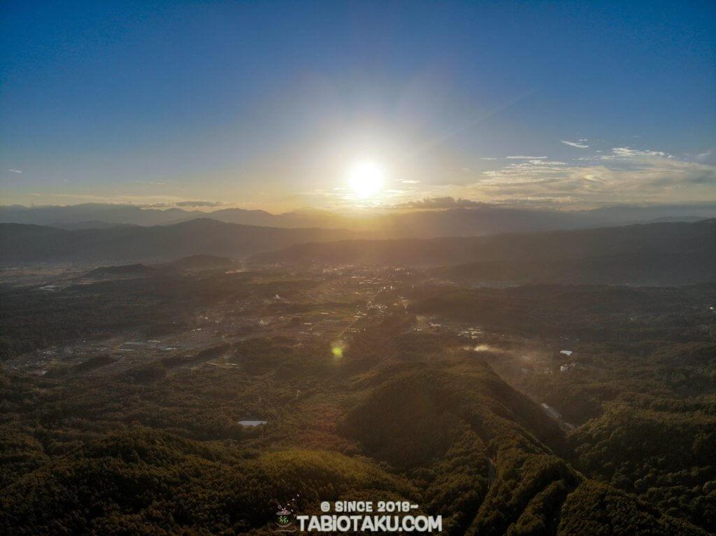 御射鹿池上空から見た景色