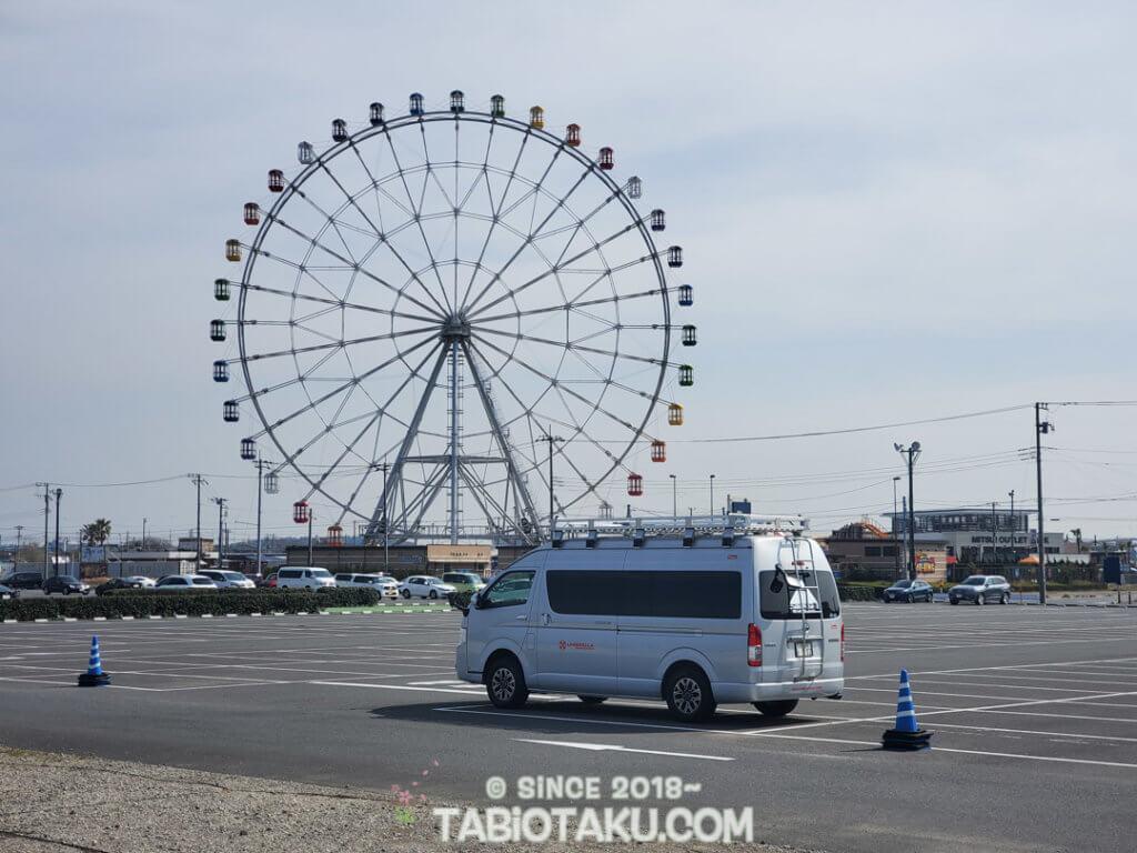 観覧車と車の写真
